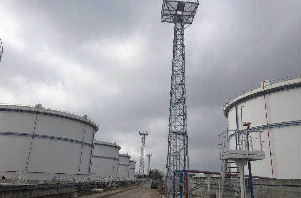 Изработка и монтаж на 7 броя 24-ри метрови желязо-решетъчни кули за осветление.